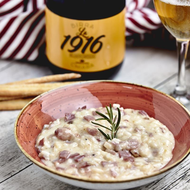Un risotto gustoso e tutto al km0: una ricetta originale dove il riso viene sfumato con la birra biellese. I sapori della paletta biellese si uniscono alla dolcezza del maccagno della valle elvo in un primo piatto 100% local